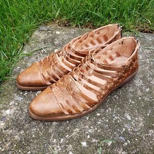 Bedstu Flat Brown Distressed Pointed Flat